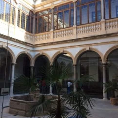 Foto de Tribunal Superior de Justicia de Andalucia - Granada, España. Uno de los patios