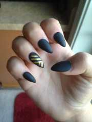 acrylic nails with matte black