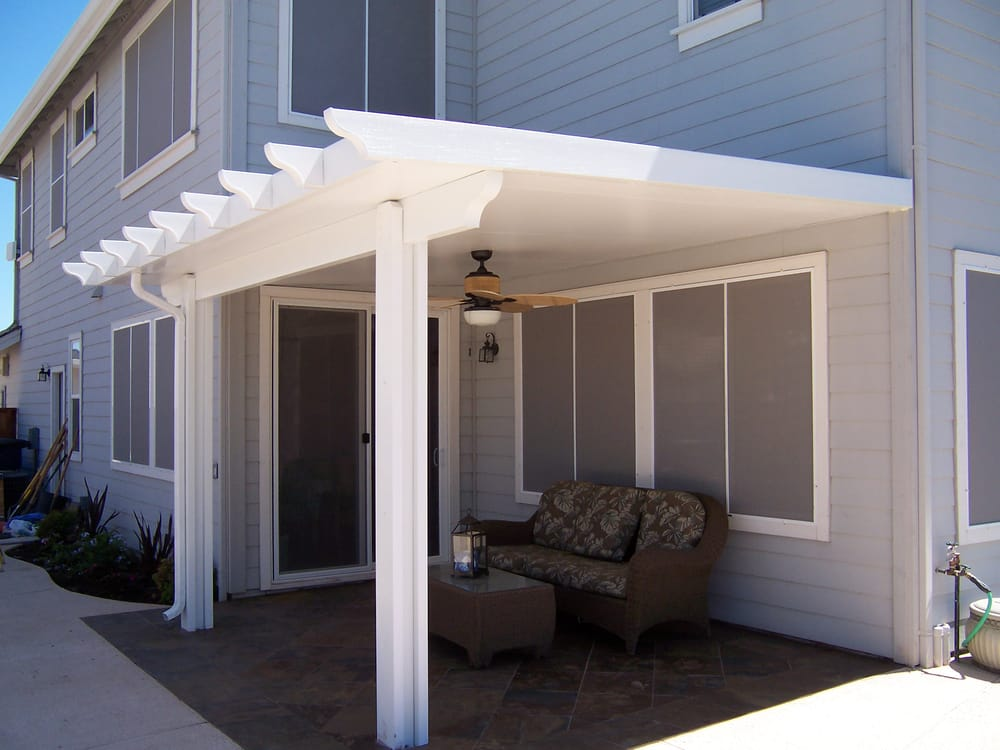 Aluminum insulated patio with scalloped end cuts and fan
