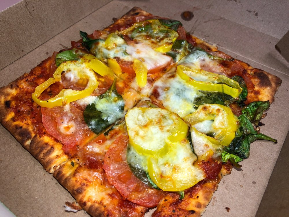 flatizza with veggies sauce