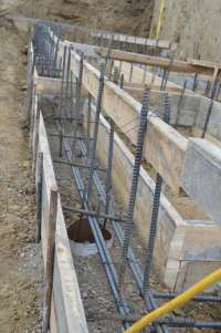 "16""x12"" retaining wall footing with concrete dead men ..."