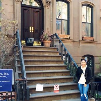 Carrie Bradshaws Apartment  27 Photos  15 Reviews  Local Flavor  66 Perry St West Village