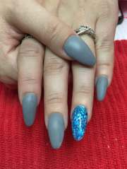 matte gray acrylic nails withchunky