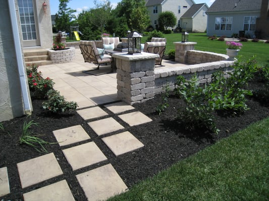 outdoor living area with hardscape