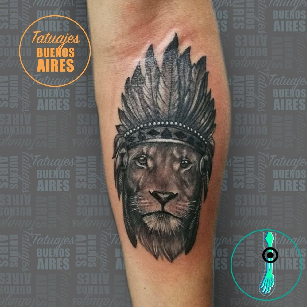Tattoo Leon Con Plumas En El Antebrazo Realizado Por Jose Segura En