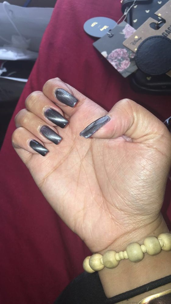 Magnetic gel manicure Extra  because each nail has to be