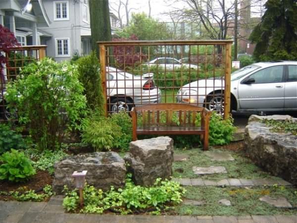 front yard courtyard with cedar