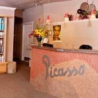 Picasso Artistic Salon & Laser Spa - Hairdressers - 449 B ...