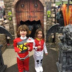 spirit halloween superstore closed