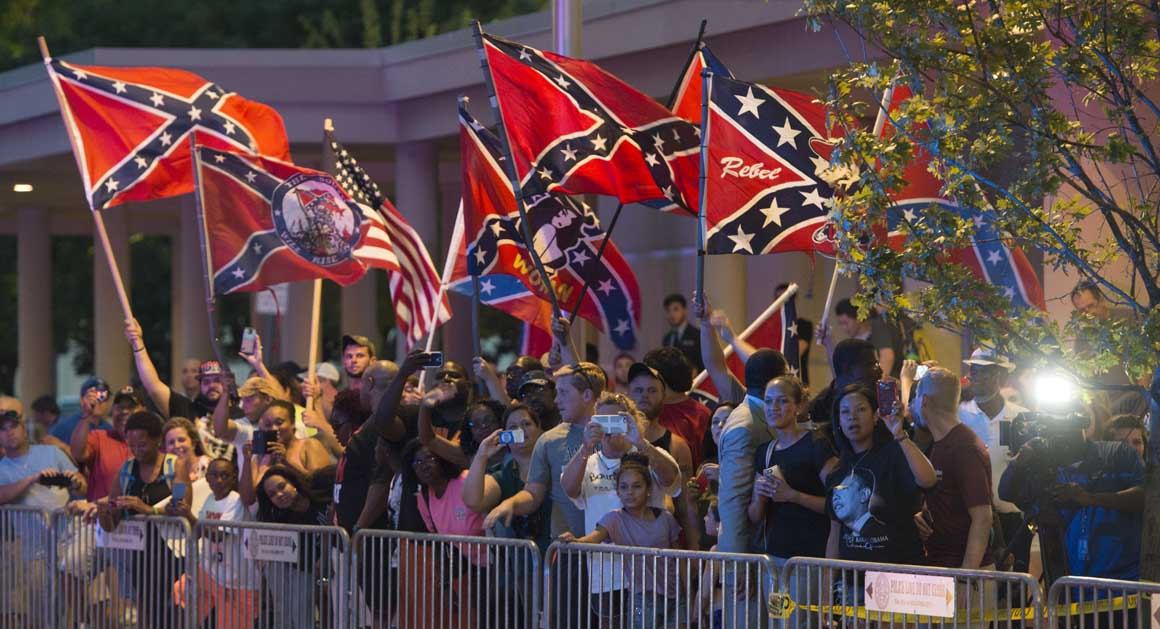 In Oklahoma protesters greet Obama with Confederate flags