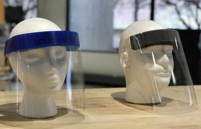 Covid-19: los protectores faciales de plástico NO funcionan