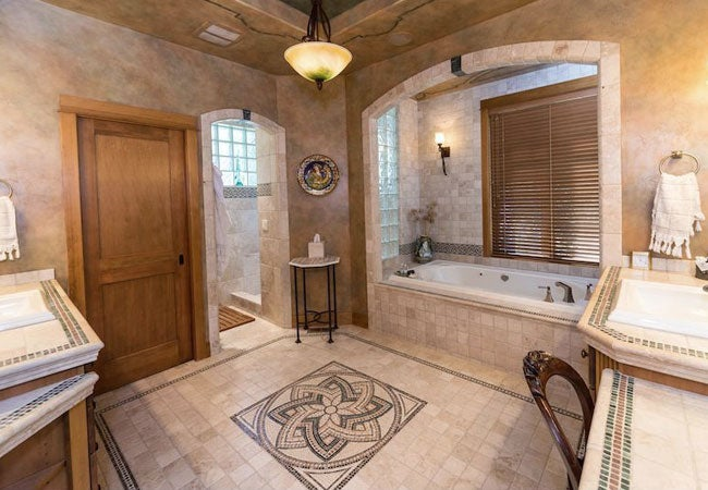 Venetian Plaster 101 and 3 Ways to Apply It at Home