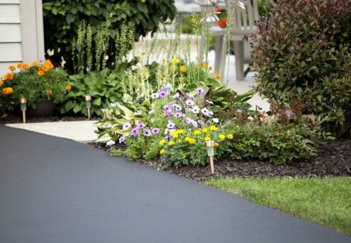 Concrete vs Asphalt: Which Makes a Better Driveway