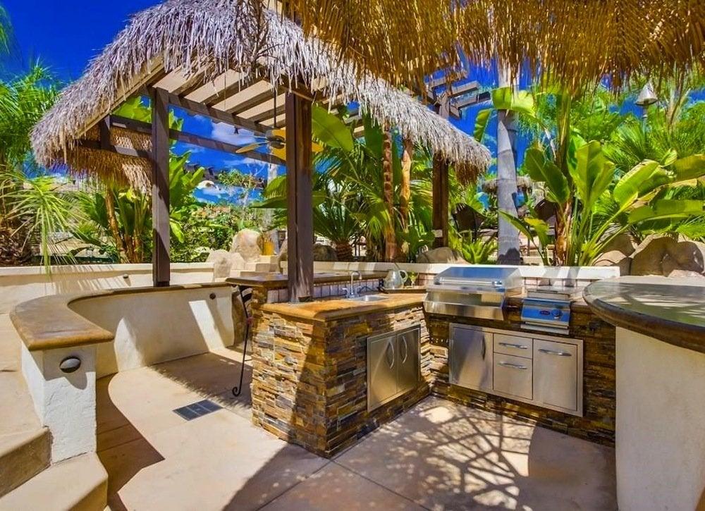 Tropical Outdoor Kitchen   Outdoor Kitchen Ideas   10 ...