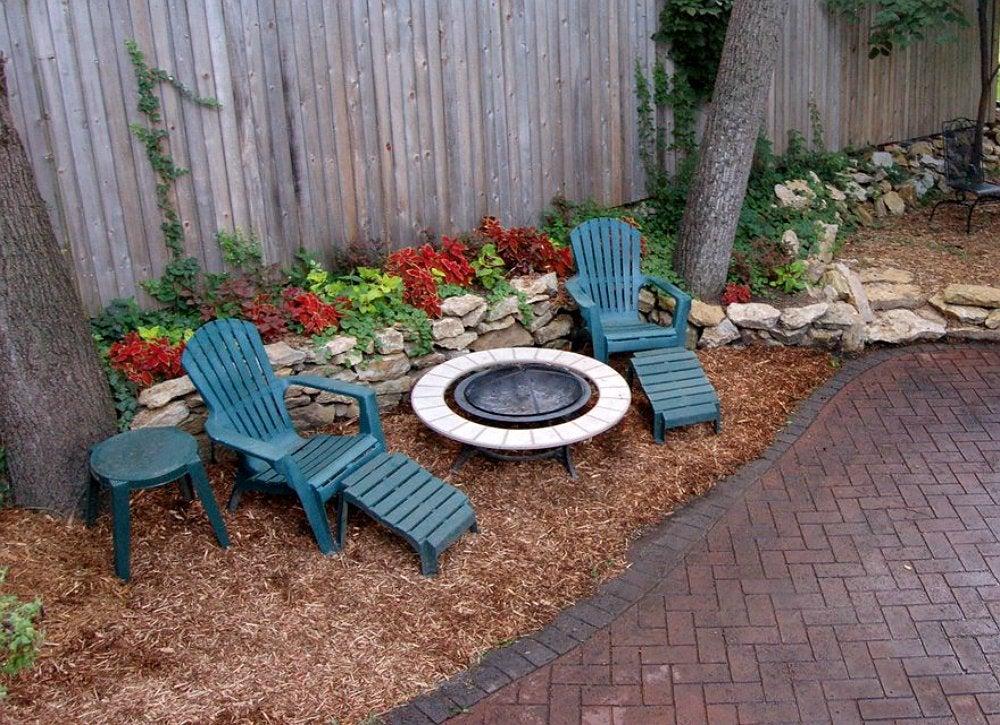 ground cover mulch - backyard landscape
