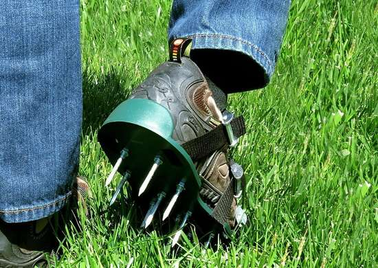 aerate lawn easy