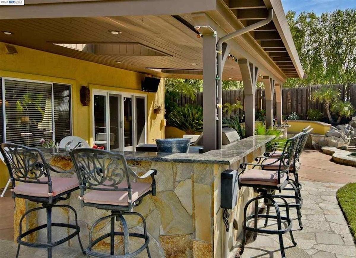 Patio Bar Ideas - California Decor Outdoor