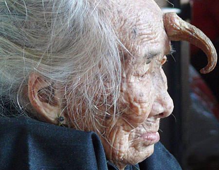 woman-horn-forehead