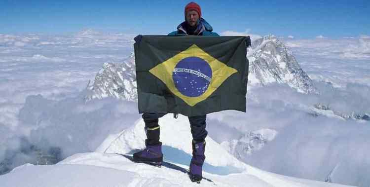 21Waldemar-Niclevicz-no-cume-do-Everest-em-1995.-Foto-de-M.-Catão