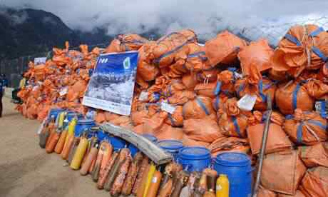 Waste-and-Dirt-On-Everest