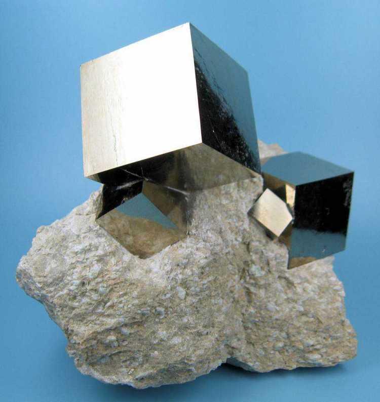 Chamam essas cristalizações de Pirita Cubica
