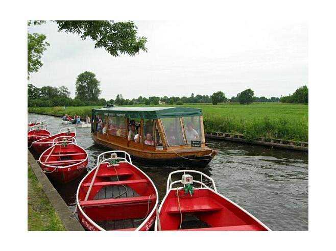 1414204-make_a_boattrip-Giethoorn