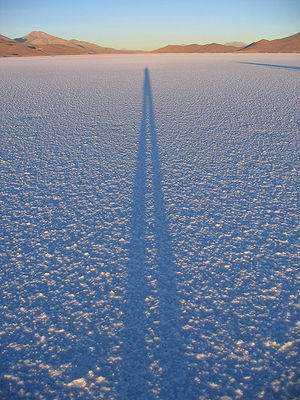 300px-Shadow_on_salar_de_uyuni