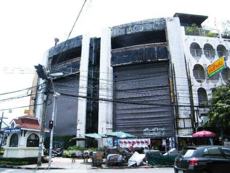 New-world-abandonned-mall-bangkok