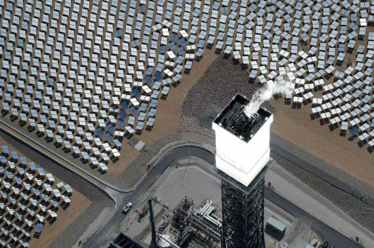 140818-solar-panel-bird-deaths-main-226p_d213e79abc660b28984b7a5d0fcbf098