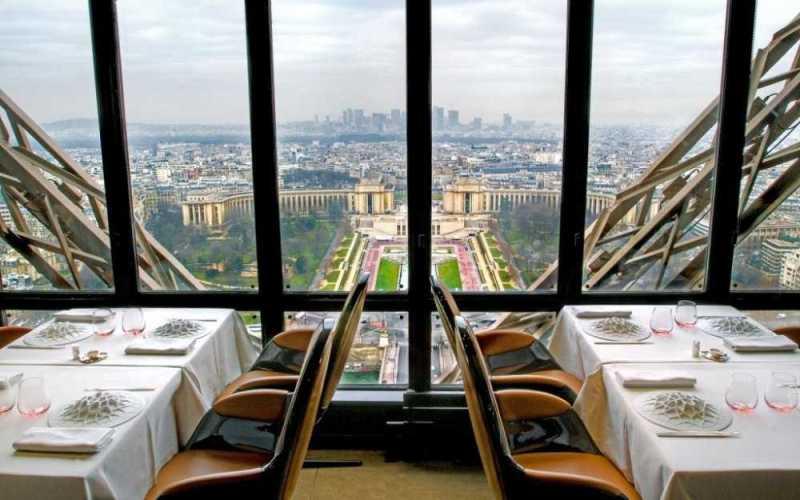 12-restaurants-where-you-will-not-think-about-food-artnaz-com-8