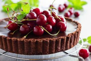 Receita da revista da Catia: Torta de chocolate com cereja