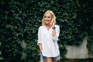 Versatilidade da camisa branca por Sabrina Farias