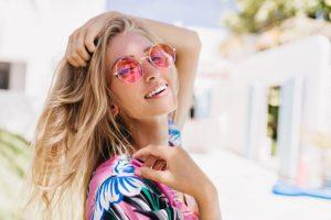 Cuidados com os cabelos loiros nas férias por Nandho Brandão