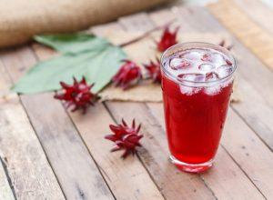 Suco de hibiscus com morango da Laís Murta