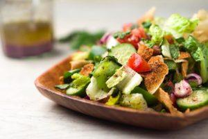 Salada fatuche por Laís Murta