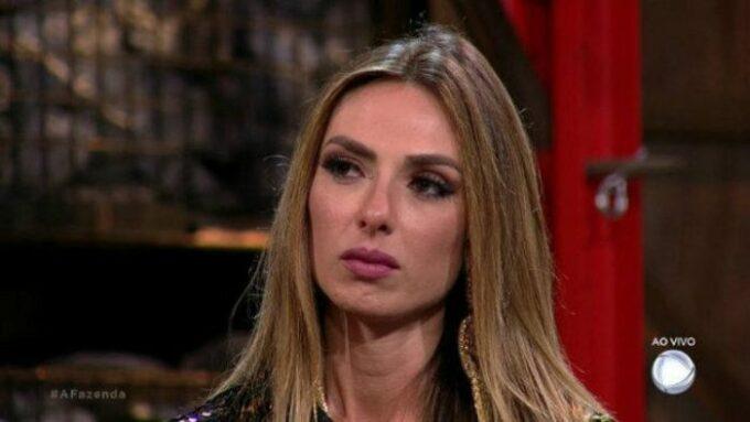 Nicole Bahls é acusada de ser homofóbica e causa revolta após declaração polêmica sobre gays