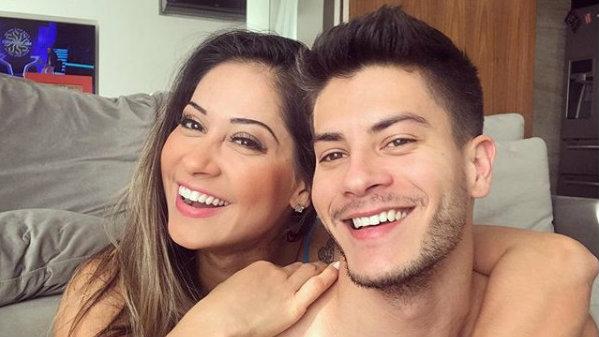 Arthur Aguiar e Mayra Cardi comemoram data especial e bombam na web com Sophia