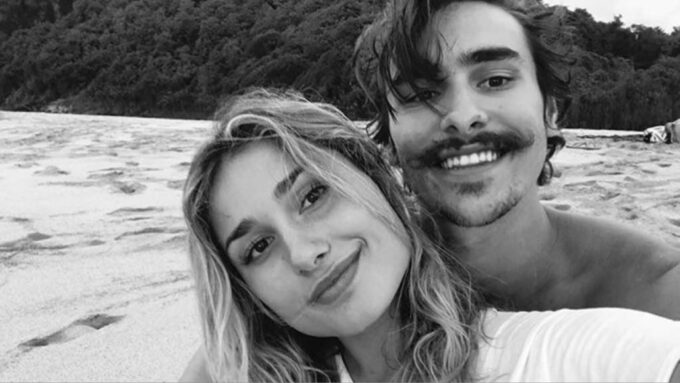 Sasha Meneghel viaja com Bruno Montaleone para cenário paradisíaco e trocam juras de amor
