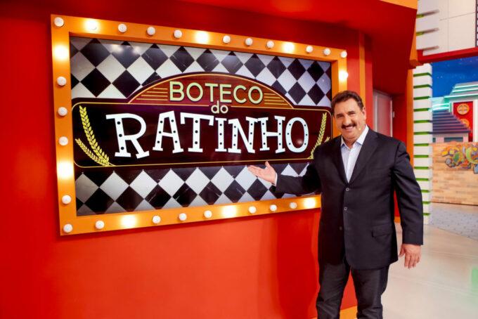 """Ratinho é obrigado a tratar Pabllo Vittar como mulher no SBT, se revolta e questiona: """"Mas ele não tem sac*?"""""""