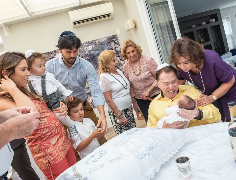 Após nascimento do filho, Patricia Abravanel não se segura e mostra cerimônia íntima com presença de Silvio Santos