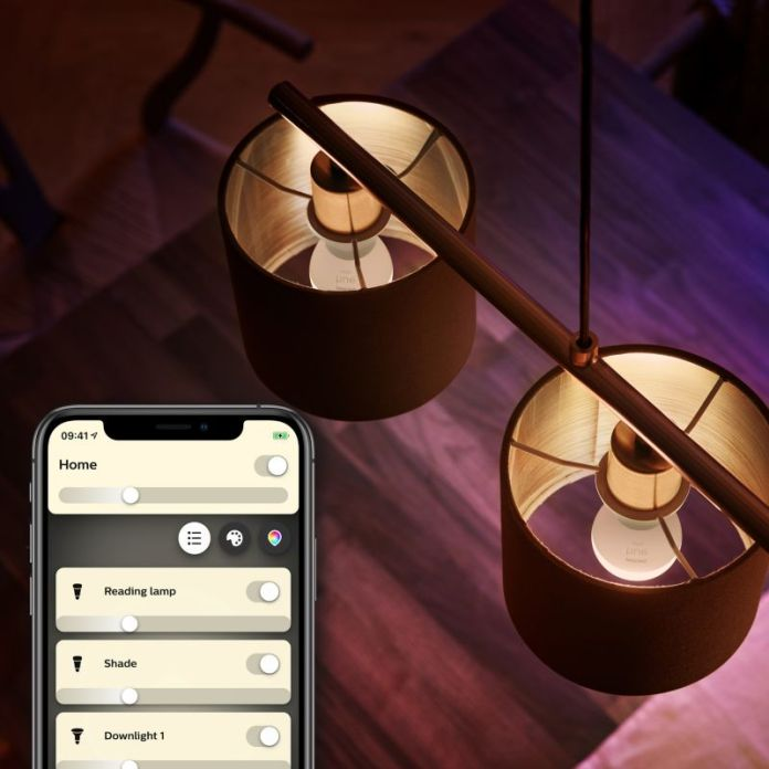 Philips Hue E14 Luster lamp P45 in fixtures.