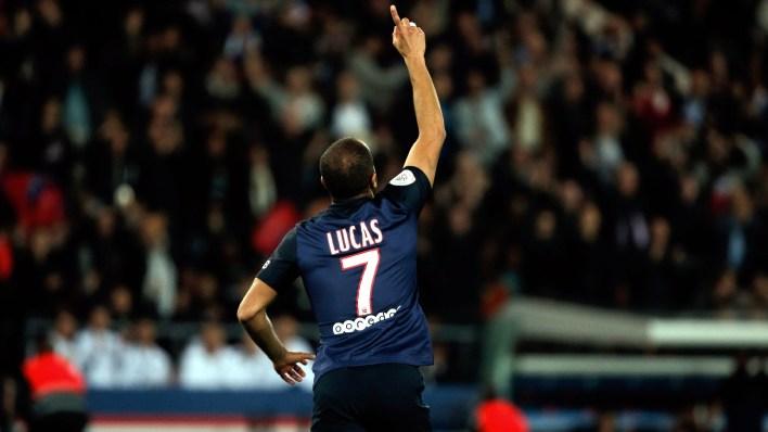 Lucas comemora: ele foi bem na goleada do PSG sobre o Toulouse (AP Photo/Thibault Camus)