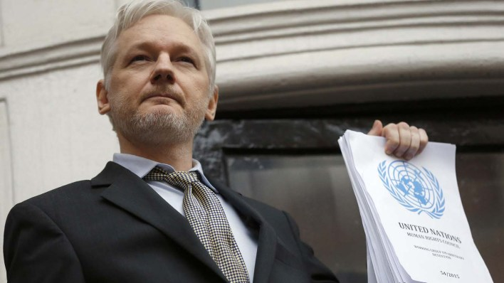 Julian Assange, escondido na embaixada do Equador em Londres (Foto: AP)