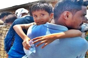 Bastar Naxal Encounter: शहीद के अंतिम संस्कार में 4 साल का बेटा गाने लगा- 'गोल-गोल रानी, इत्ता-इत्ता पानी…'