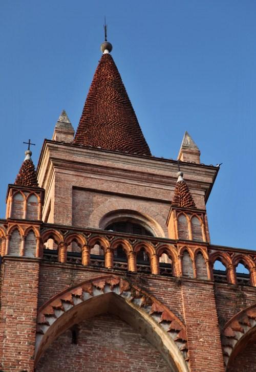Bologna knurled steeple