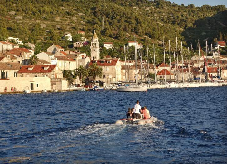 Queen of the Adriatic dinghy to dinner Vis