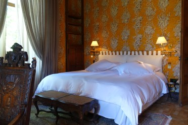 Chateau de Riell king bed