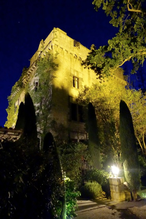 Chateau de Riell castle at night
