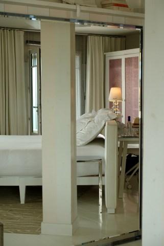 La Coorniche white bed