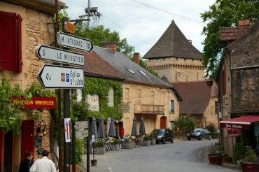 Saint-Leon-Sur-Vézère village
